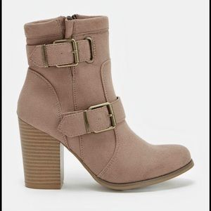 "JustFab Shoes - JustFab ""Daphnee"" taupe buckle booties size 8.5"